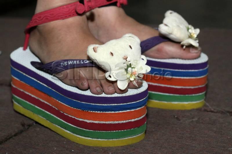 Lima Foto Sandal Jepit Lucu yang Dijamin Bikin Ngakak